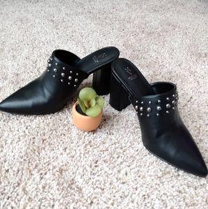 New Simply Vera Wang Studded Chunk heels